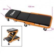 BETA 3002 asentajan alusta/istuin. Muuntuu helposti istuimeksi tai asentajan alustaksi. PVC-päälysteisellä pehmusteella. Pyörät 6kpl